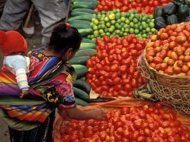 Guatemala_mom-baby-market-Curt-Carnemark-World-Bank