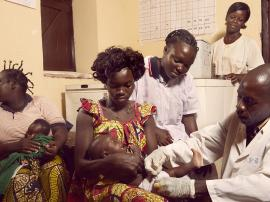 baby-vaccinated-central-african-republic